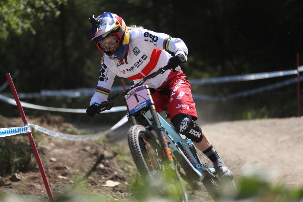 Home hope Rachel Atherton crashed in practice and was ruled out ©Getty Images