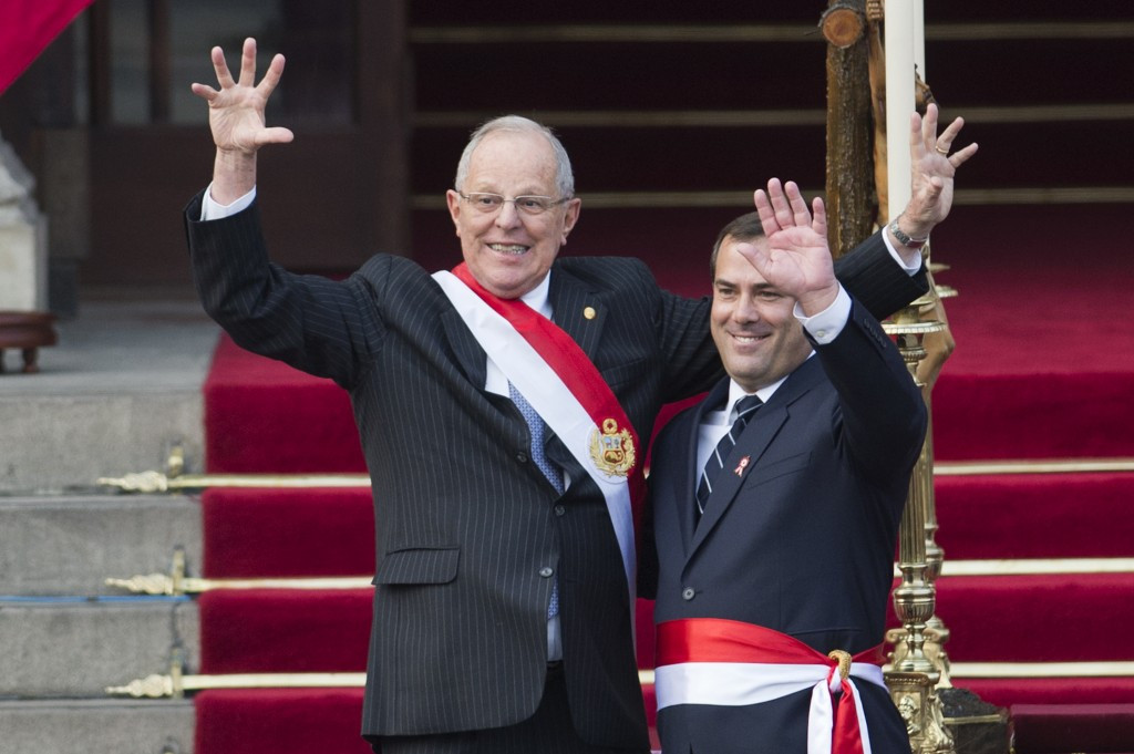 Bruno Giuffra, pictured here on the right alongside Peruvian President Pedro Pablo Kuczynski, has recently been sworn in as the new Peruvian Minister of Transport and Communications ©Getty Images