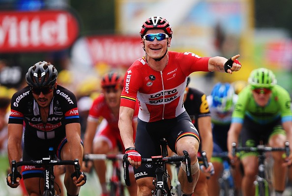 Greipel claims hat-trick of victories at 2015 Tour de France by winning stage 15