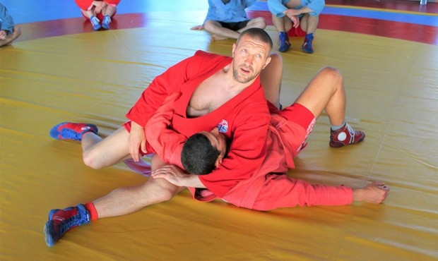 Sambo world champion Maksimov leads coaching seminar in Rome