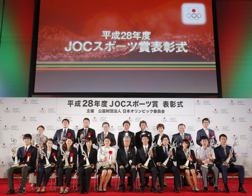 The winners from the Japan Olympic Committee (JOC) Awards pose with their prizes at the Tokyo International Forum ©JOC