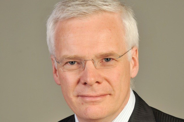 Bowker takes over from Warner as chairman of UK Athletics two months early