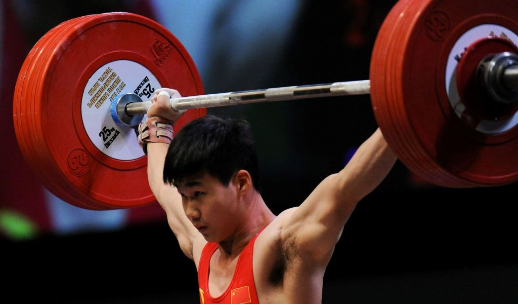 China's Lin Zhixiang struck gold in the men's 62kg category ©IWF/Facebook/Steve Galvan