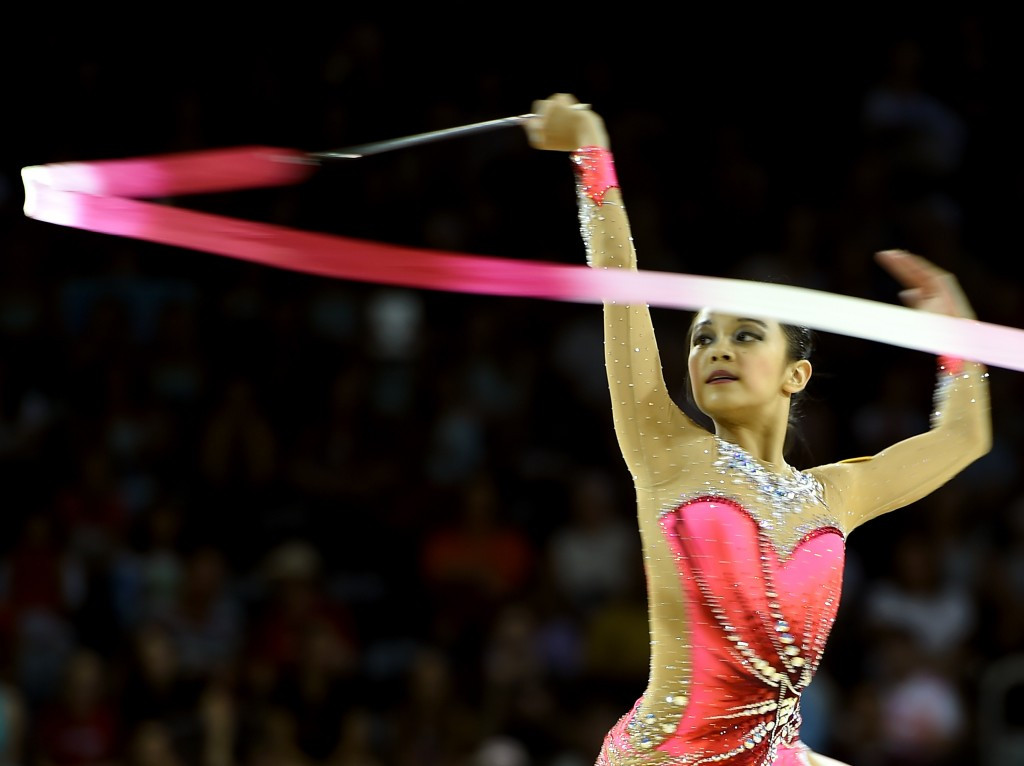Laura Zeng made it a perfect five with further victories today in clubs and ribbon events ©Getty Images