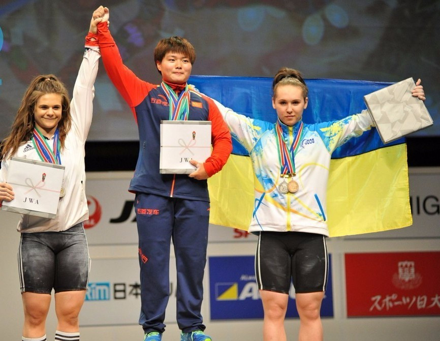 China's Yi dominates 69kg event at IWF Junior World Championships