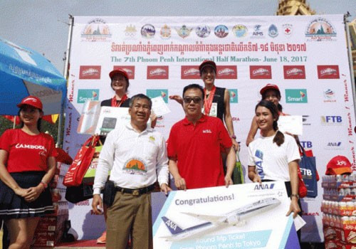 Cambodian Olympic Committee celebrates record entry for International Half Marathon