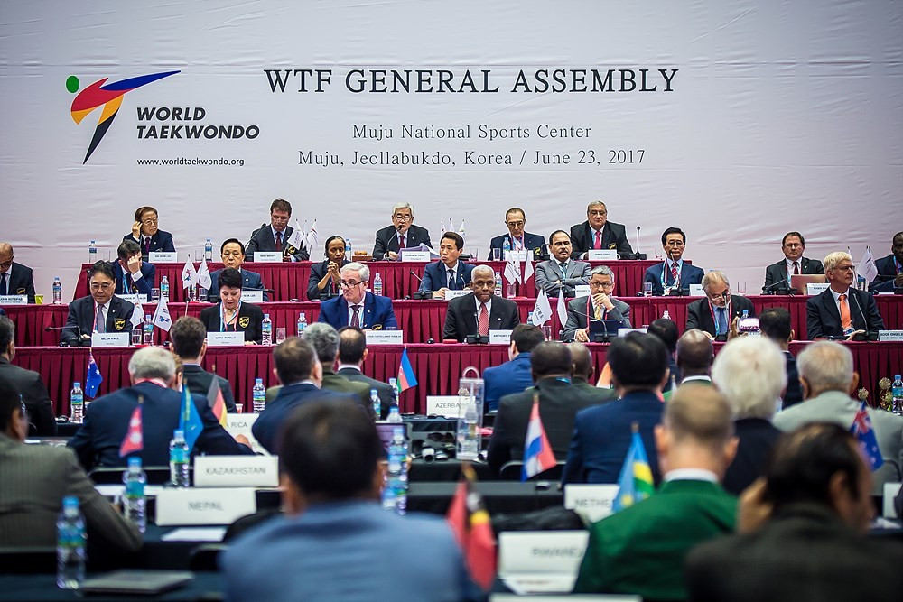 Chungwon Choue, centre of back row, has been re-elected President of the World Taekwondo Federation for a new four-year term ©WTF
