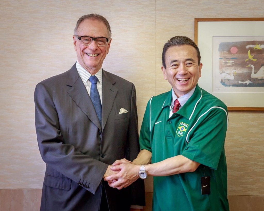 Carlos Nuzman, left, signed the agreements prior to the latest Tokyo 2020 Coordination Commission visit ©COB