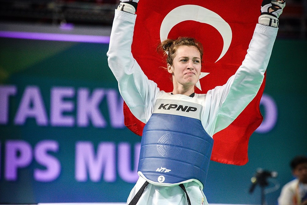 Turkey's Zeliha Agris left it late to defeat Russia's Tatiana Kudashova in the women's 53kg final ©World Taekwondo