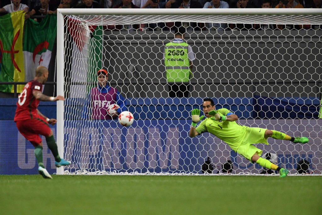 Brilliant Bravo sends Chile through to Confederations Cup final