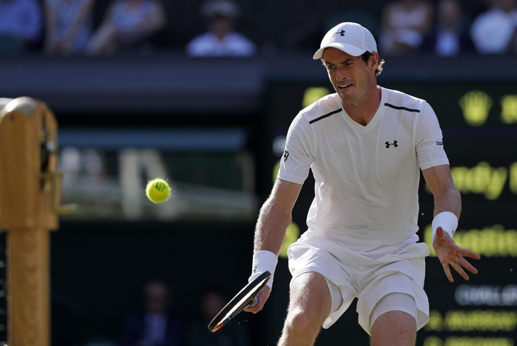 Murray continues defence of Wimbledon crown with routine win