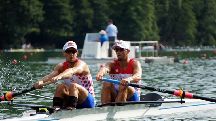 Sinković brothers mark men's pair international debut with heat win at World Rowing Cup