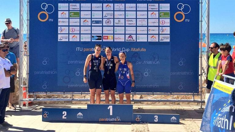 Great Britain dominated the women's PTS5 race as Claire Cashmore, centre, secured victory in front of compatriot Kerry Large, left, ©British Triathlon