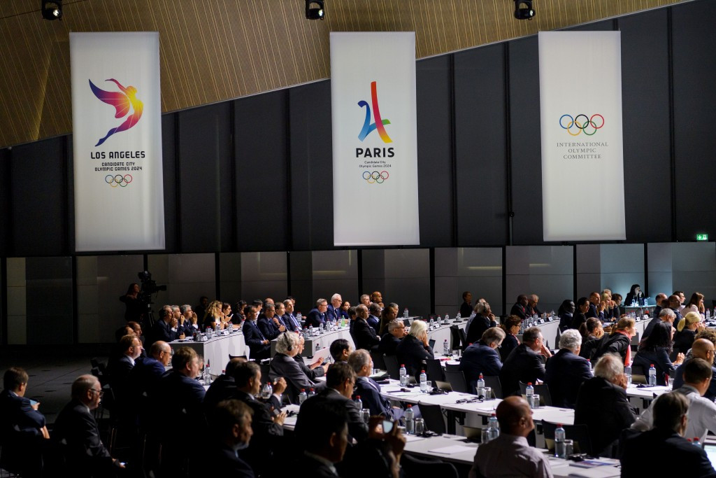 Branding for the two candidatures and for the IOC during the Extraordinary Session ©Getty Images