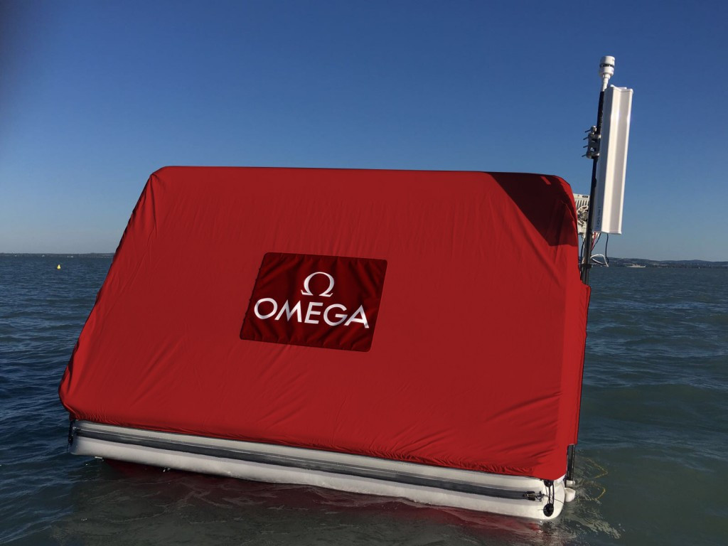 Omega place two unique buoys which can pick up signals from special transponders that each swimmer wears on their wrist ©FINA