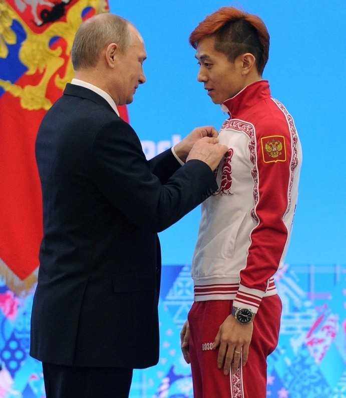 Viktor Ahn at Sochi 2014 with Russian President Vladimir Putin ©Getty Images