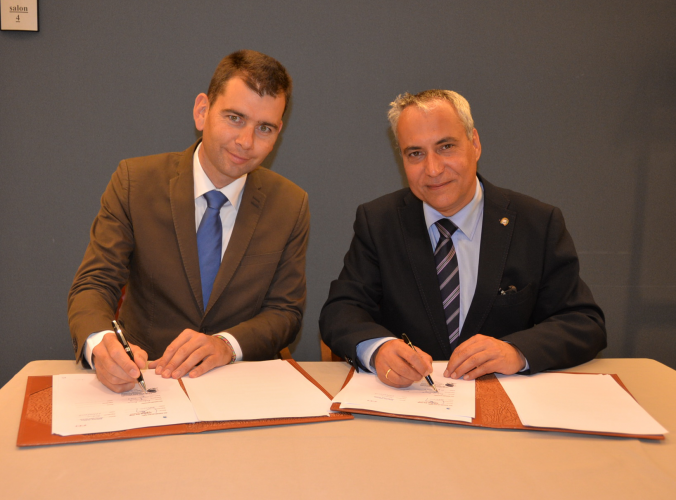 FITE President Frédéric Bouix, left, and FEI President Ingmar De Vos, right, sign the MoU