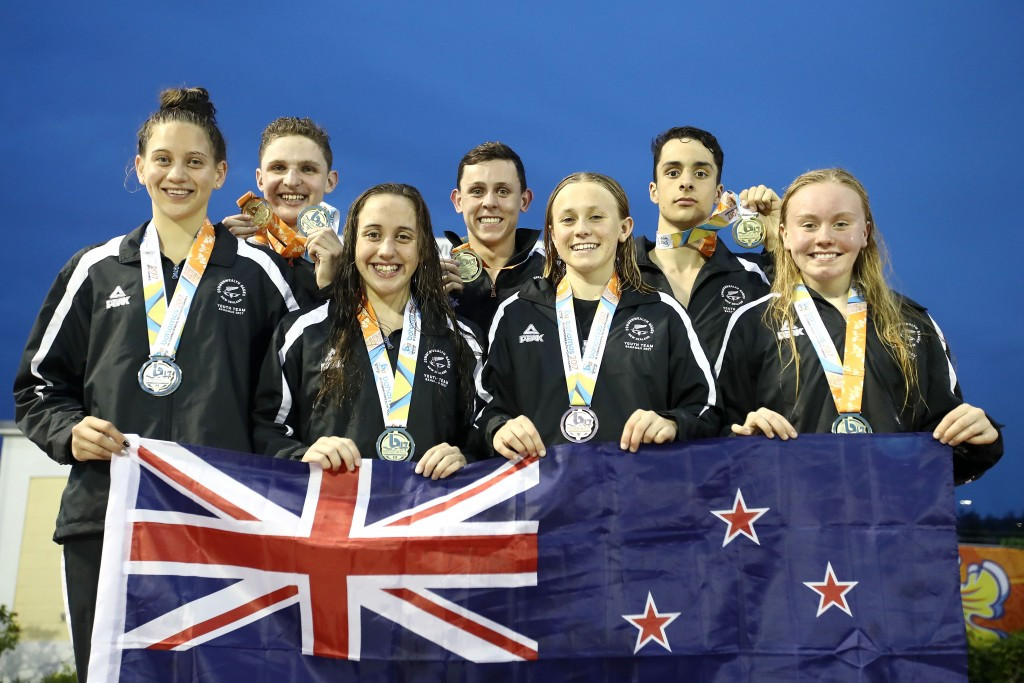 New Zealand's swimming medallists posed with their medals at the end of the second night of swimming finals ©Getty Images