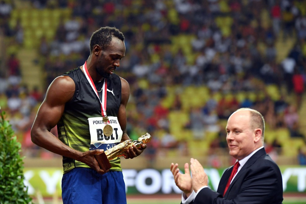 Usain Bolt receives a golden Hercules figure in Monaco from Prince Albert II ©Getty Images