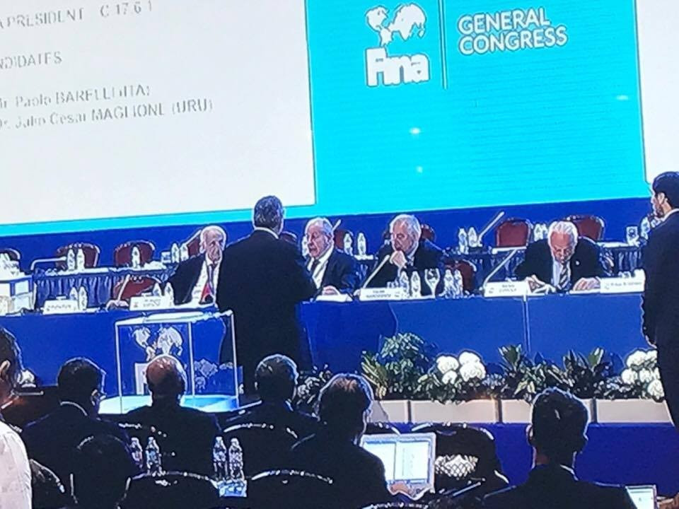 Paolo Barelli attempted unsuccessfully to present his bid for President to the FINA Congress ©ITG