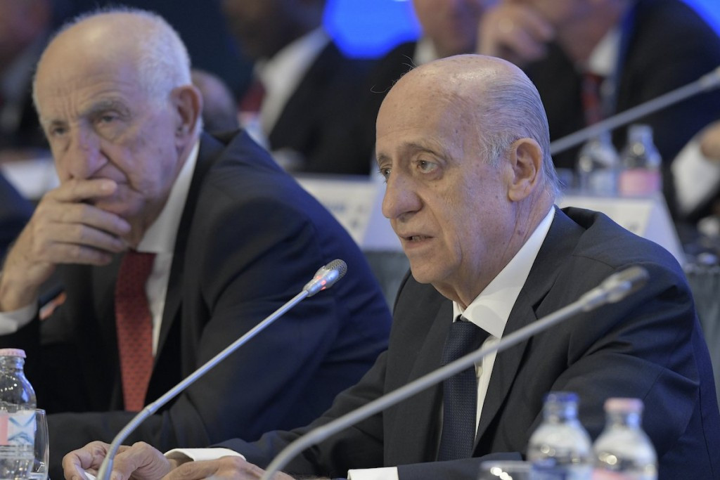 Julio Maglione, right, has insisted he will serve a full third term as FINA President ©FINA