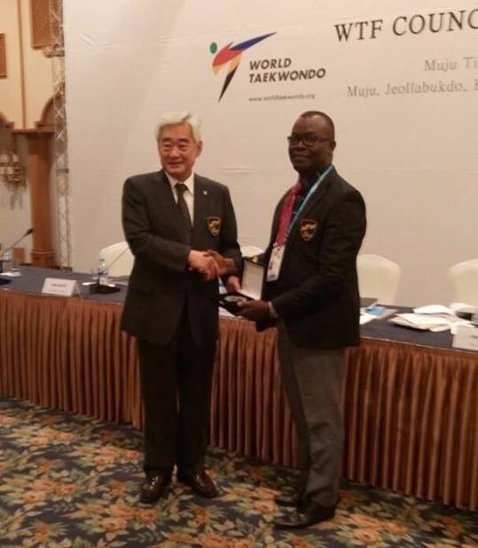 WTF President Chungwon Choue, left, handed Jonathan Nnaji, right, his award ©NTF