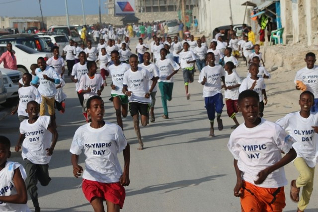 More than 200 youngsters took part in a fun run in Mogadishu to celebrate Olympic Day ©GOS