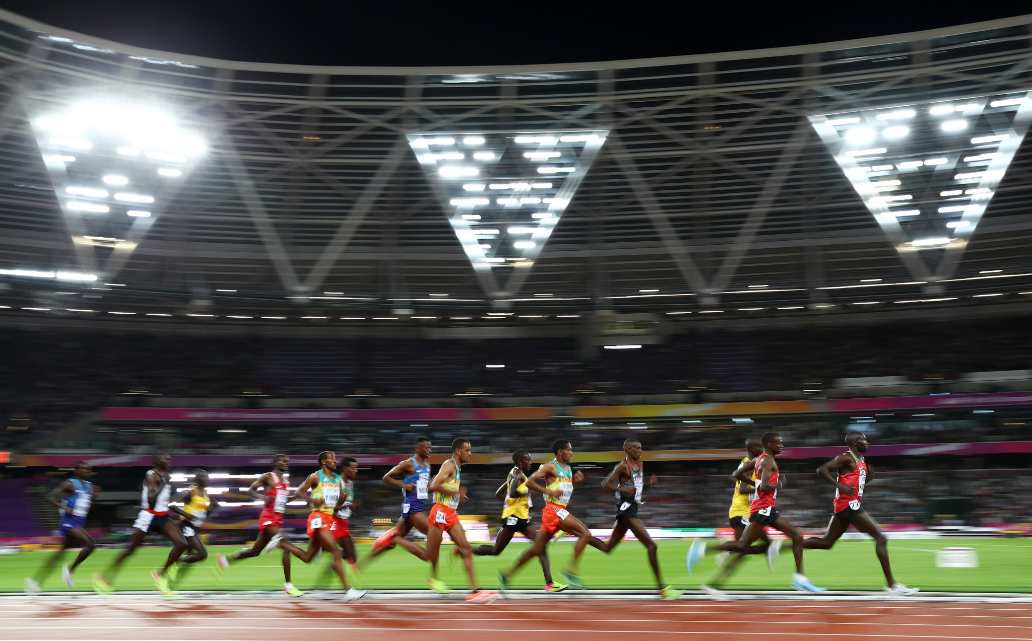 Farah dazzles as IAAF World Championships begin