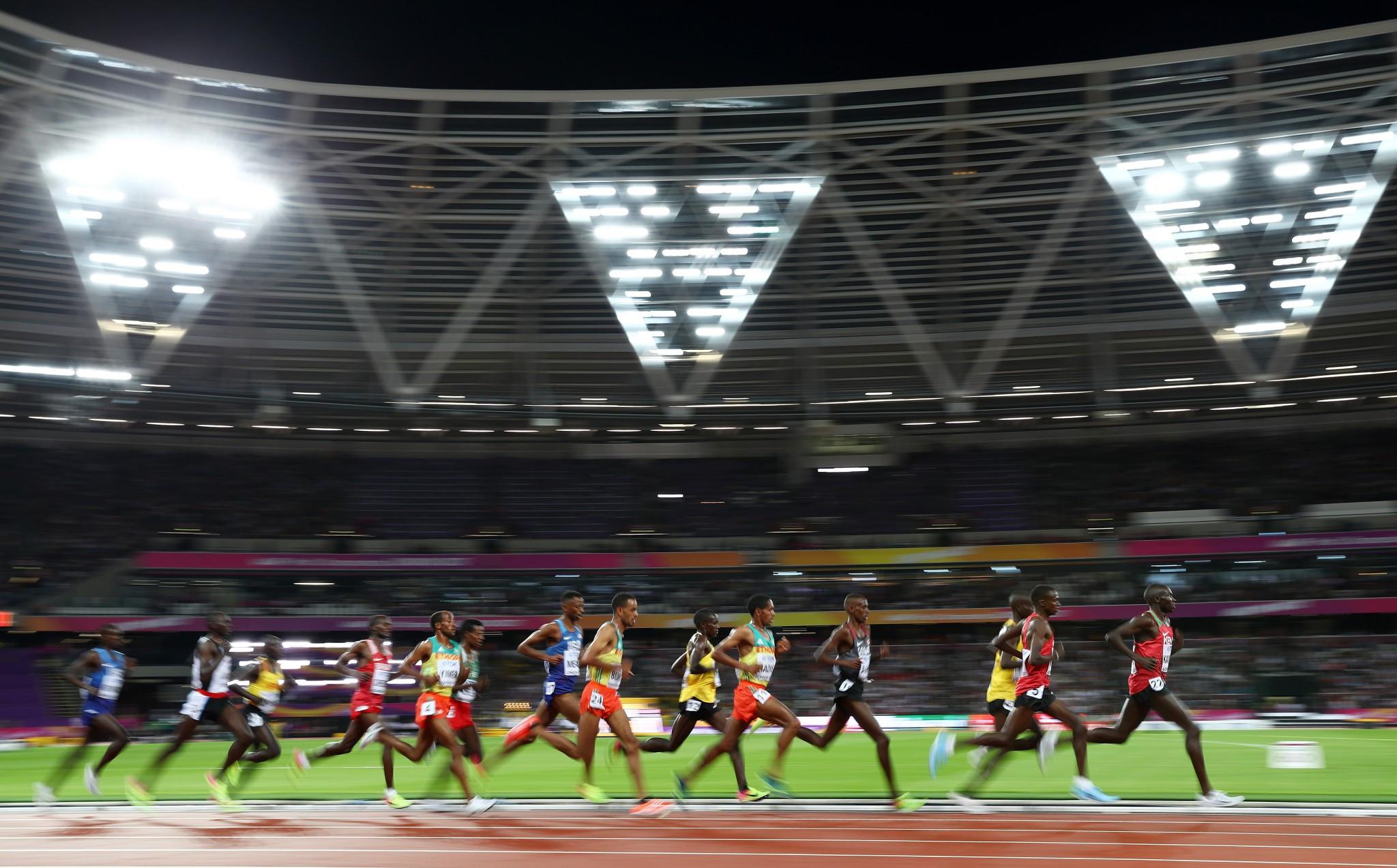 Farah dazzles as IAAF World Championships begin