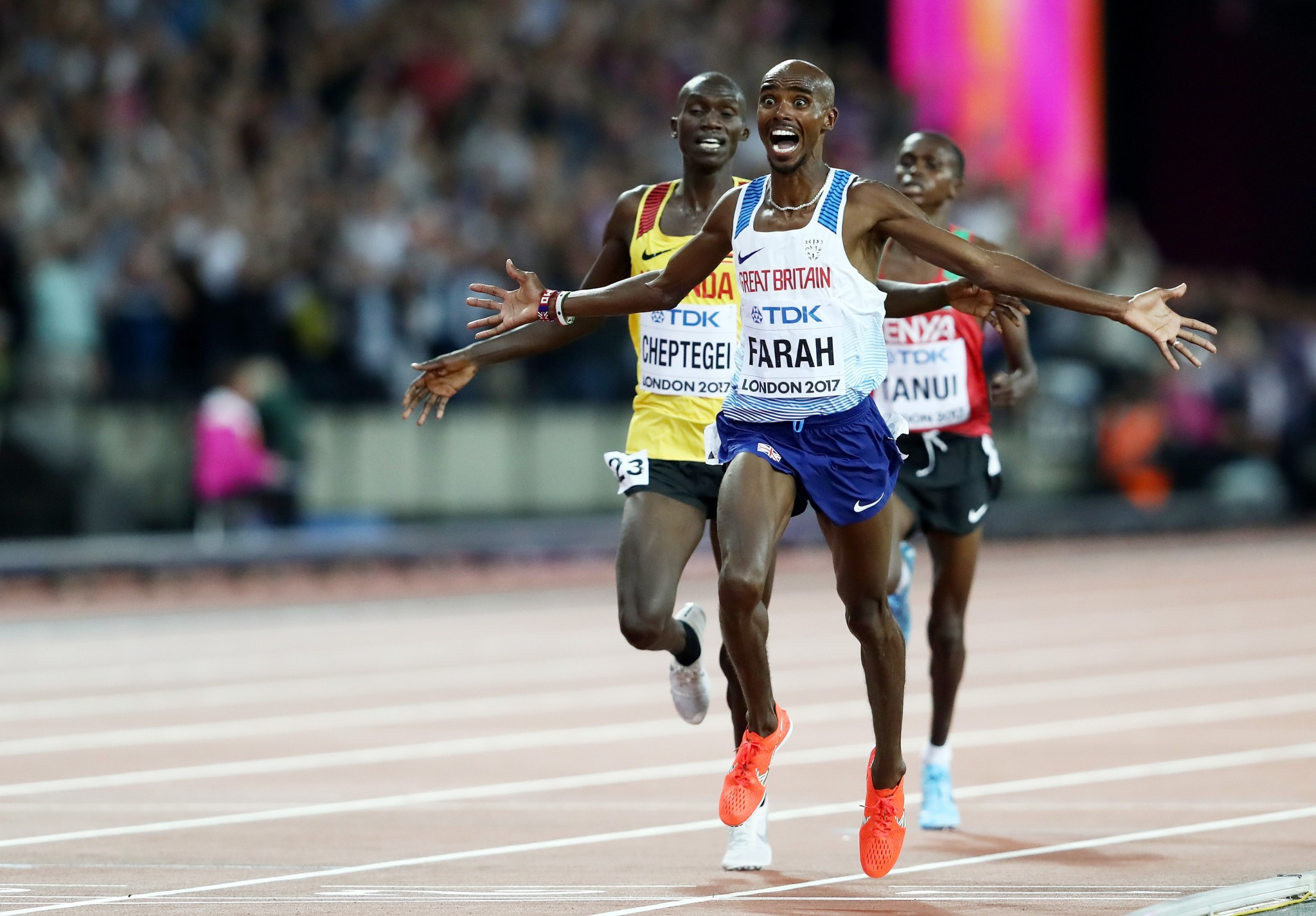 Farah lights-up home crowd to win first gold medal at IAAF World Championships