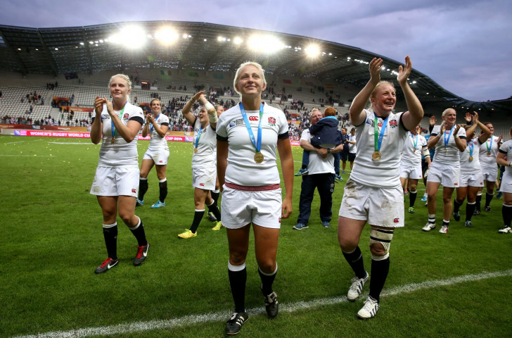 England acknowledge the applause of their fans after winning the last Women's Rugby World Cup in Paris three years ago to end New Zealand's run of four consecutive victories ©Getty Images