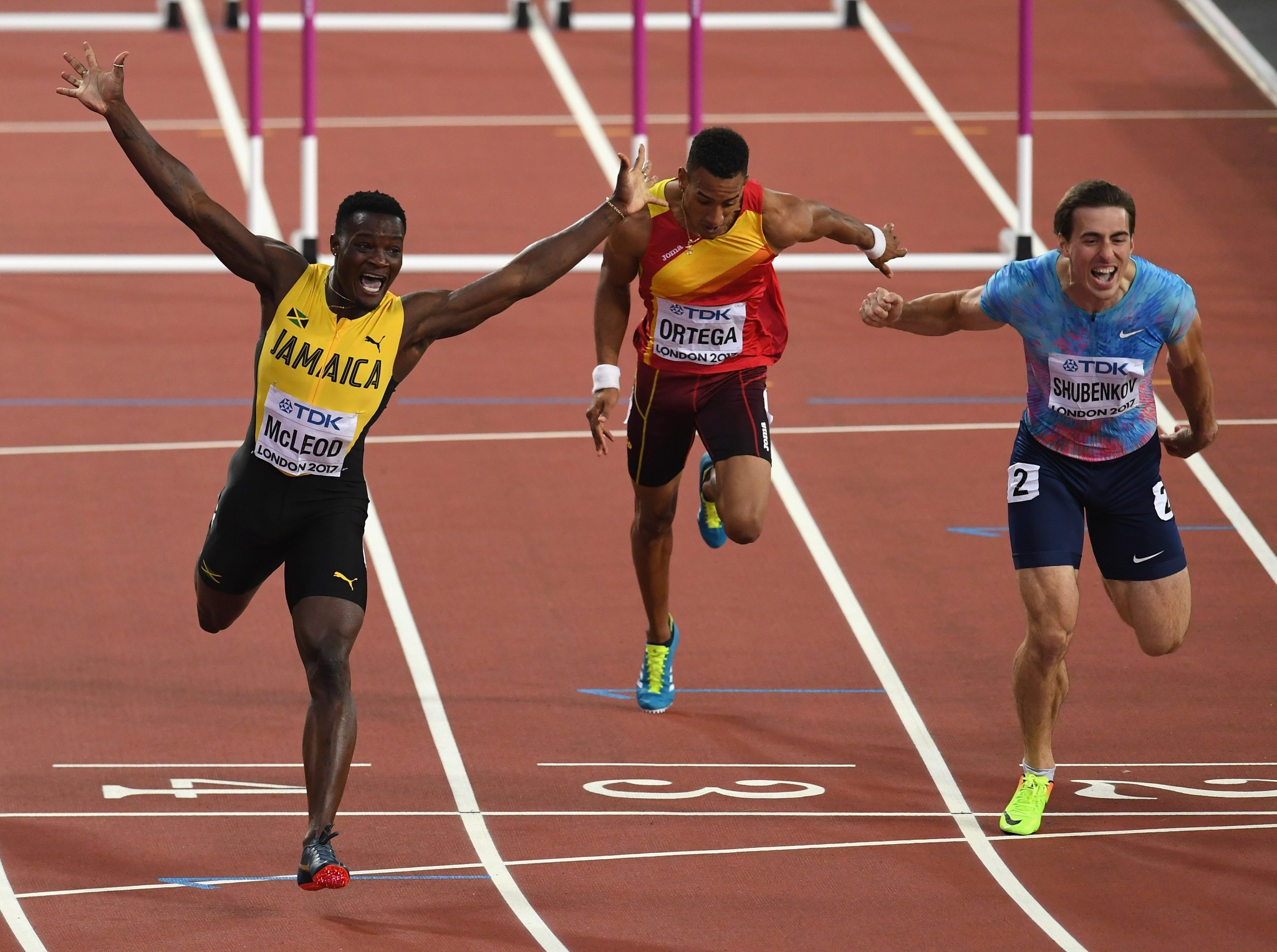 Athletics-Slick Britain win shock 4x100 relay gold as Bolt pulls up
