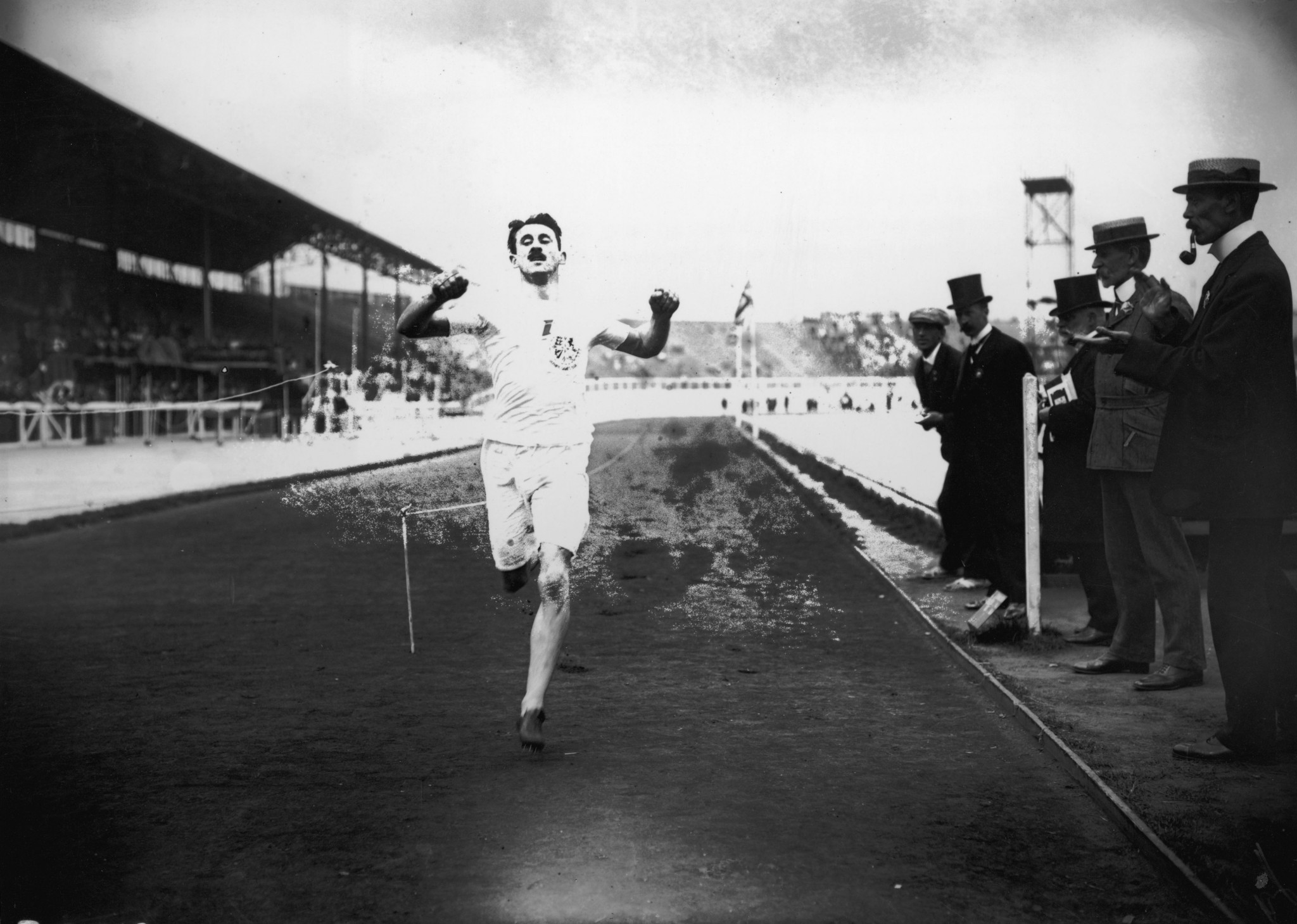 Lieutenant Wyndham Halswelle crosses the line in the re-run of the Olympic men's 400m final at London 1908 ©Getty Images