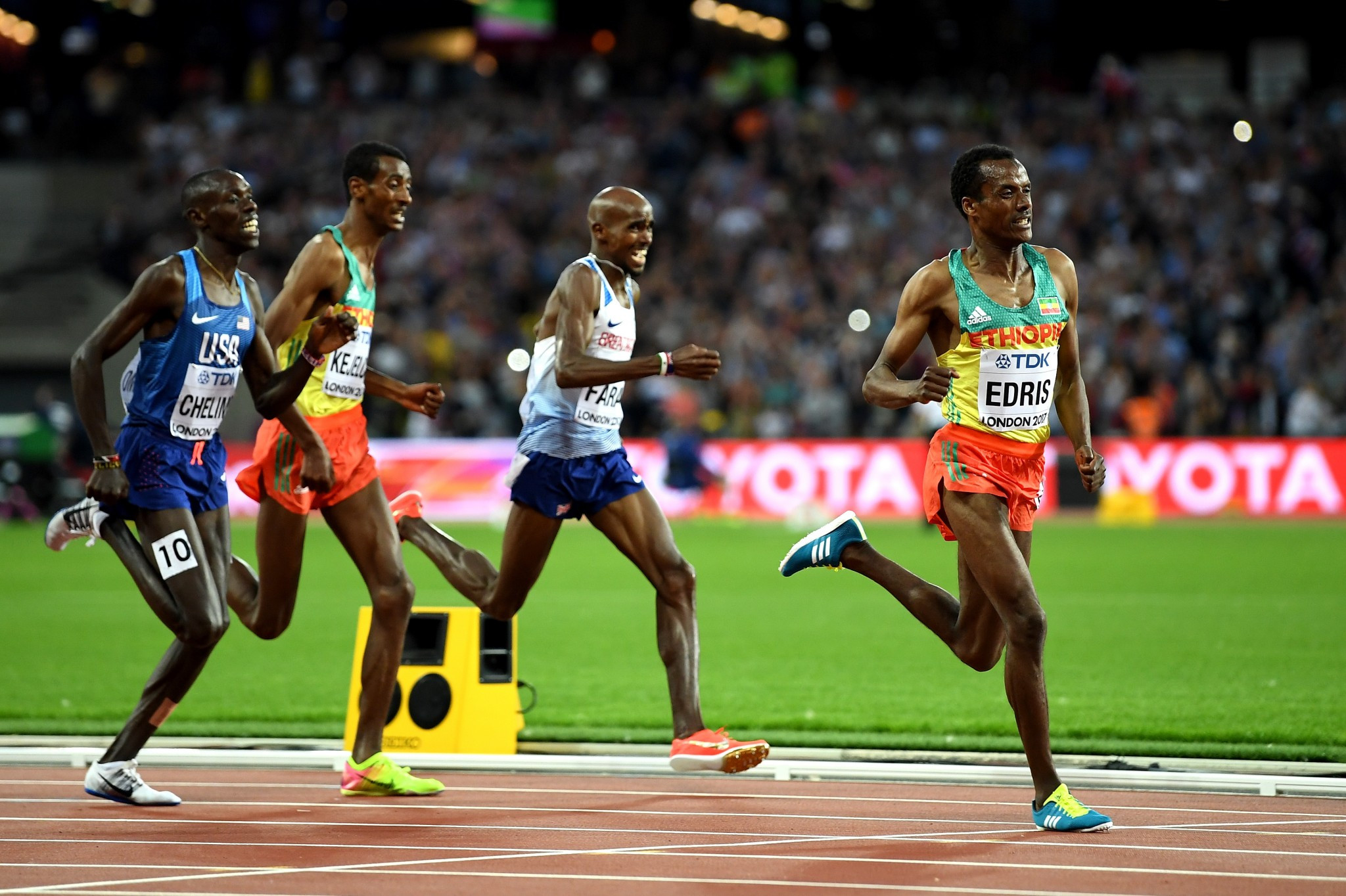 Ethiopia's Muktar Edris sprinted clear on the last lap of the 5,000m to beat Britain's Sir Mo Farah ©Getty Images