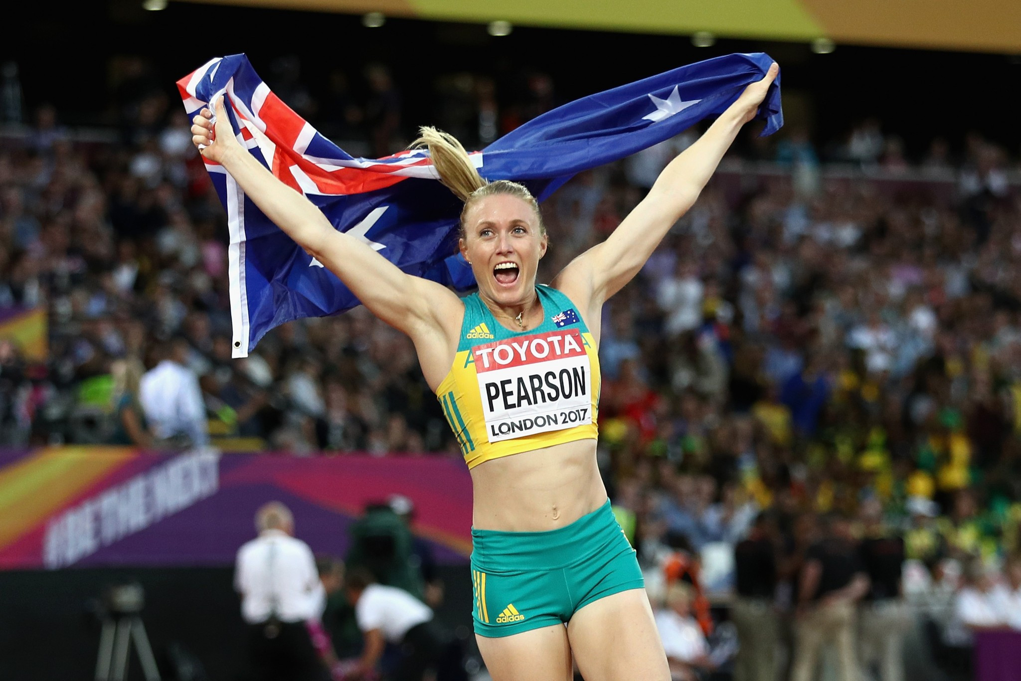 Australia's Sally Pearson celebrates her comeback victory in the 100m hurdles ©Getty Images