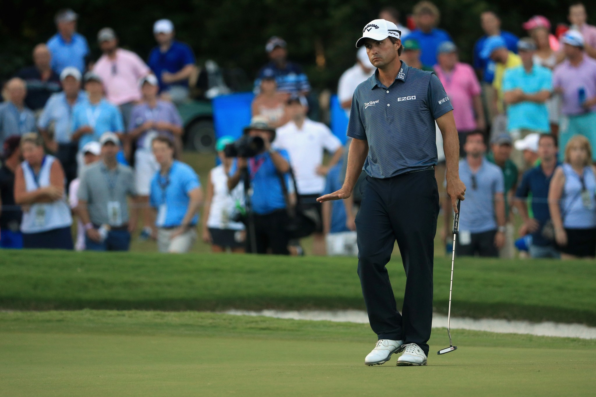Kisner takes narrow lead into final day of PGA Championship