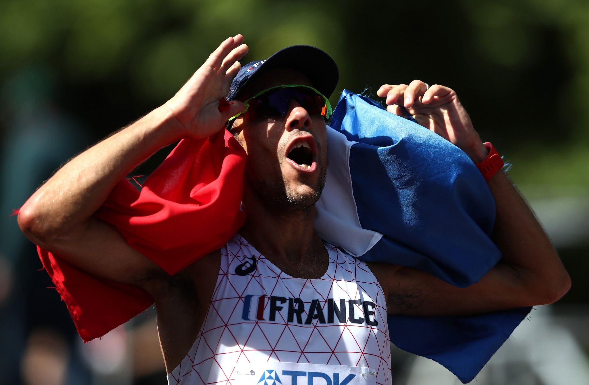Yohann Diniz celebrates a first global title in the 50km race in London ©Getty Images