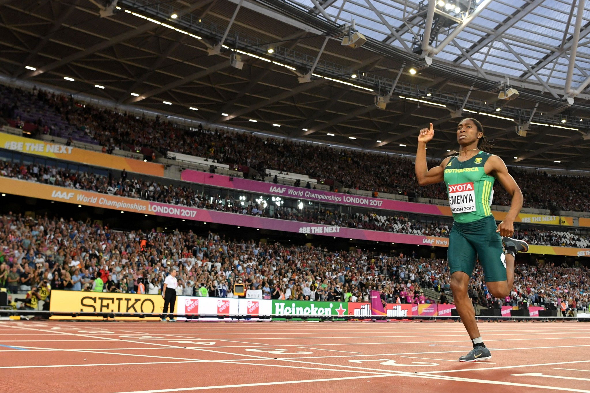 Caster Semenya produced another assured display to win 800m gold ©Getty Images
