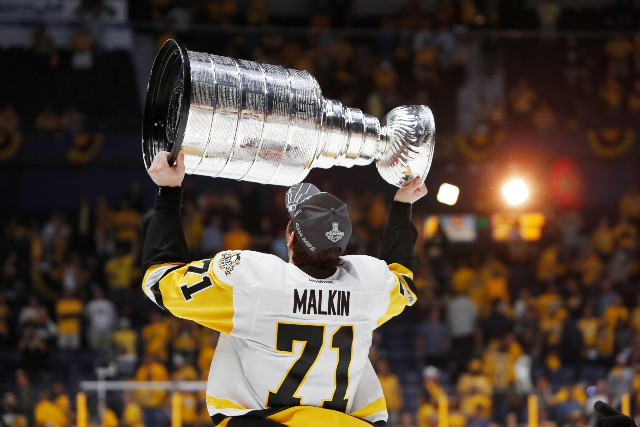 Malkin awarded Kharlamov Trophy for best Russian ice hockey player