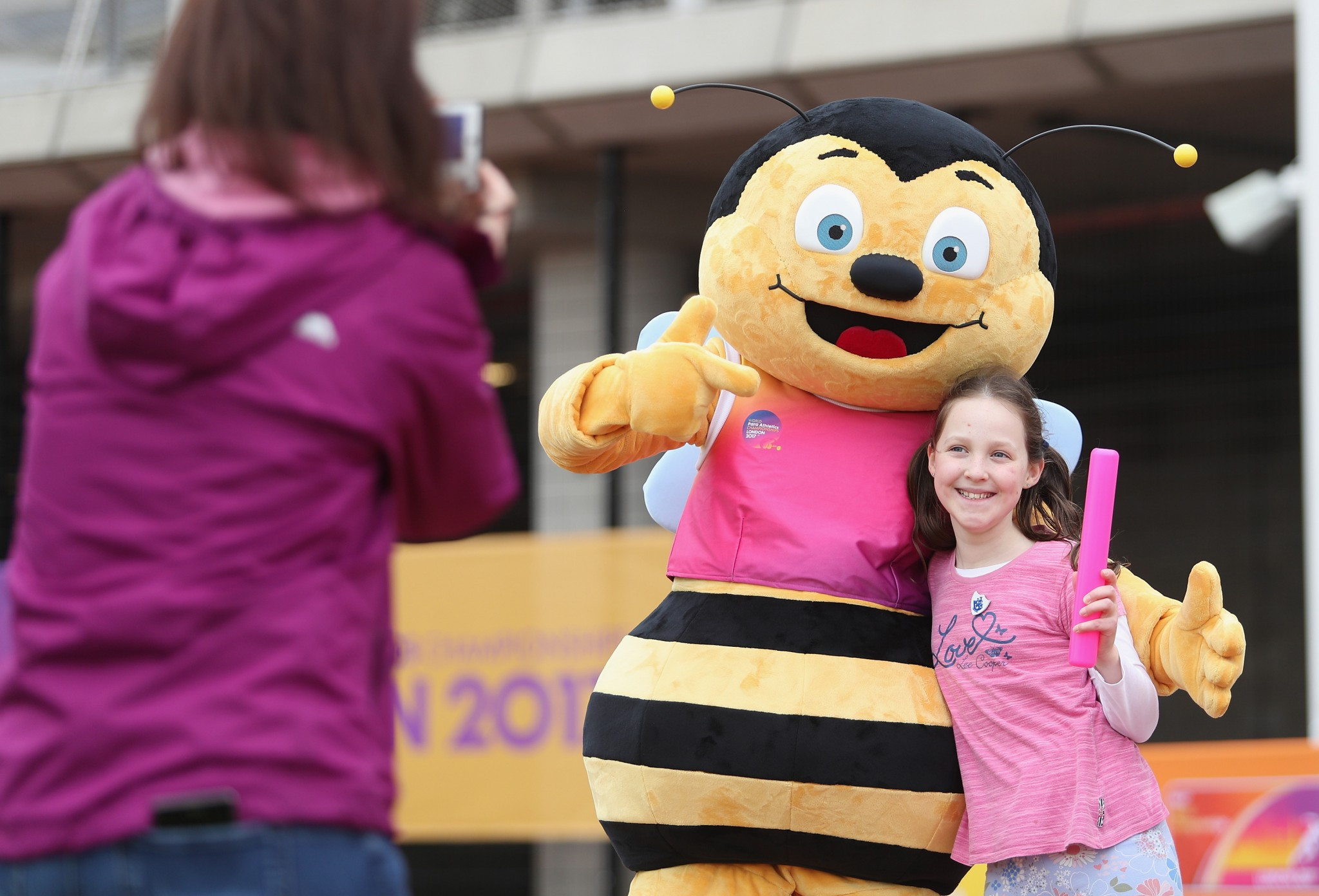 Whizbee, the mascot for the World Para Athletics in London, had plenty of young fans ©Getty Images