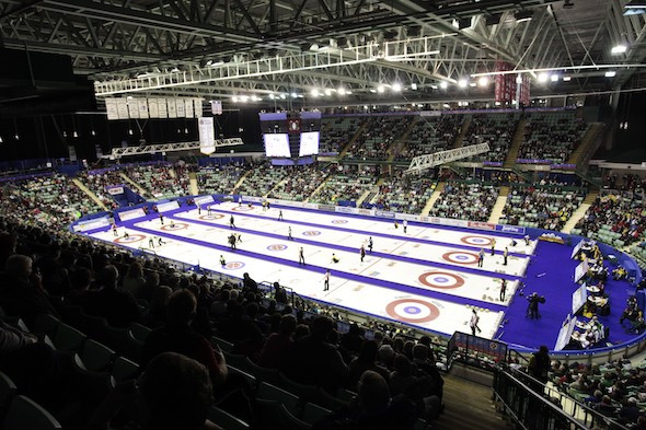 The money is handed out to help pay for university and playing costs ©Curling Canada