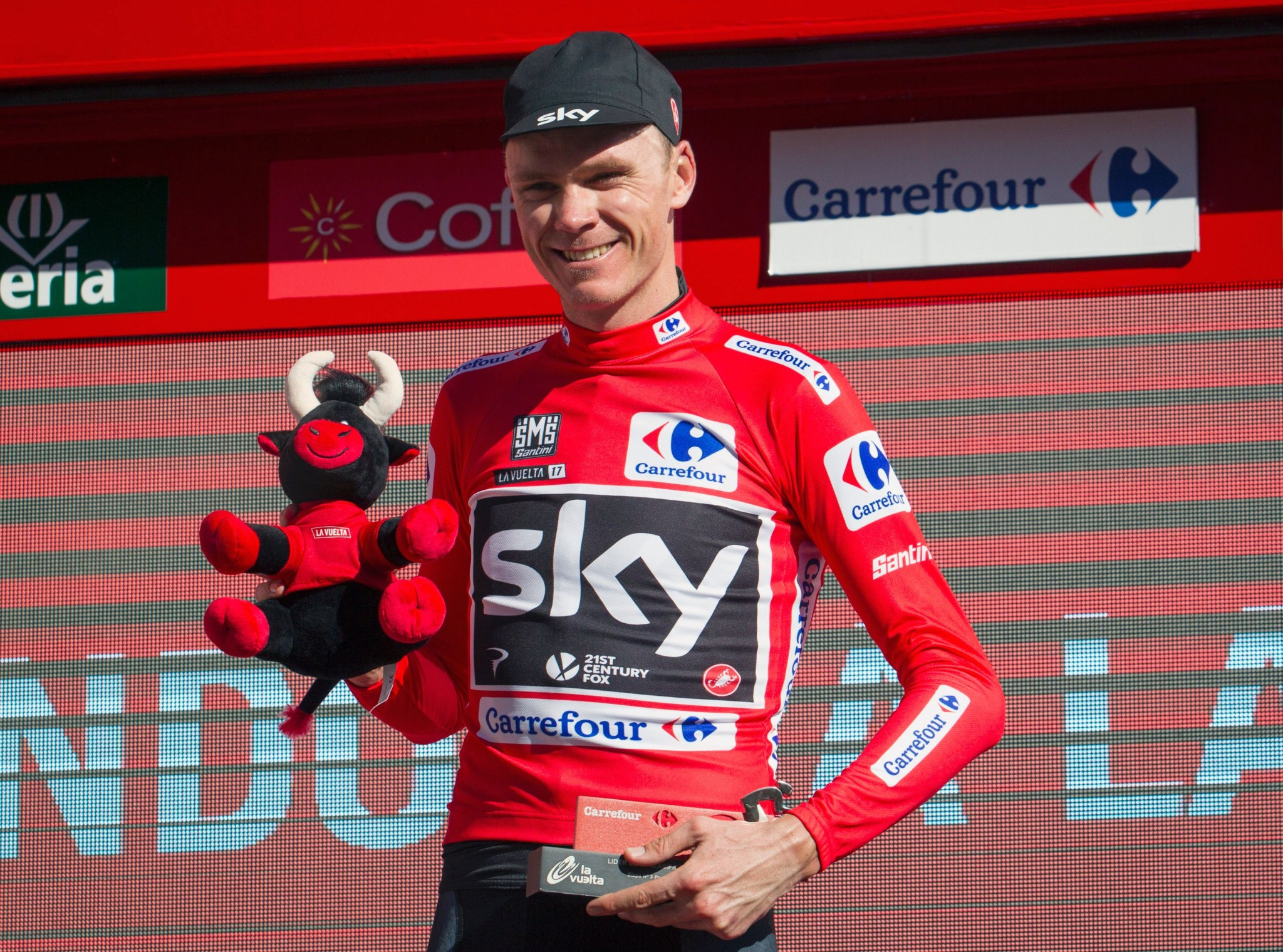 Froome takes lead in Vuelta after Nibali wins stage three