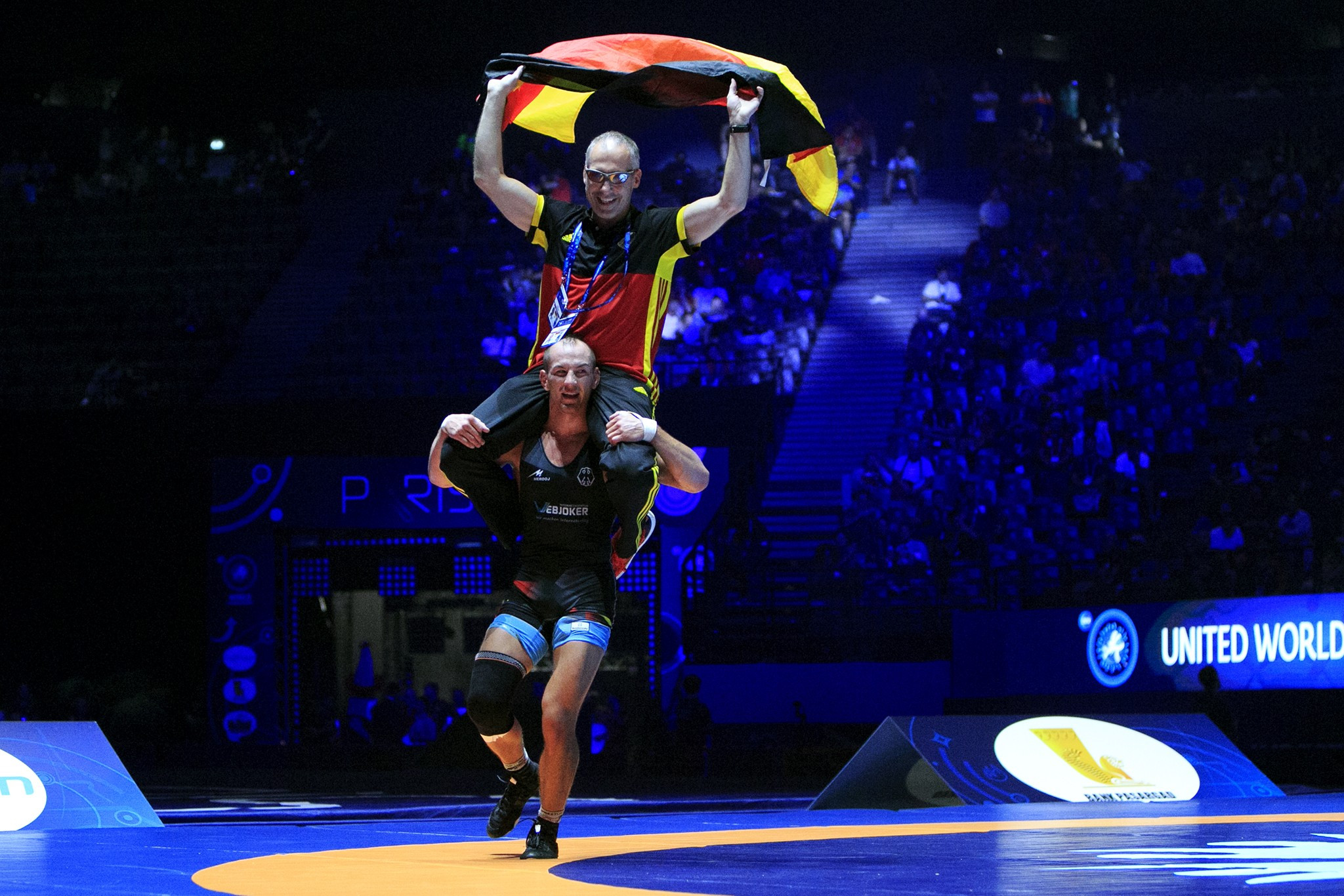 Stäbler celebrated his victory at 71kg along with his coach ©UWW