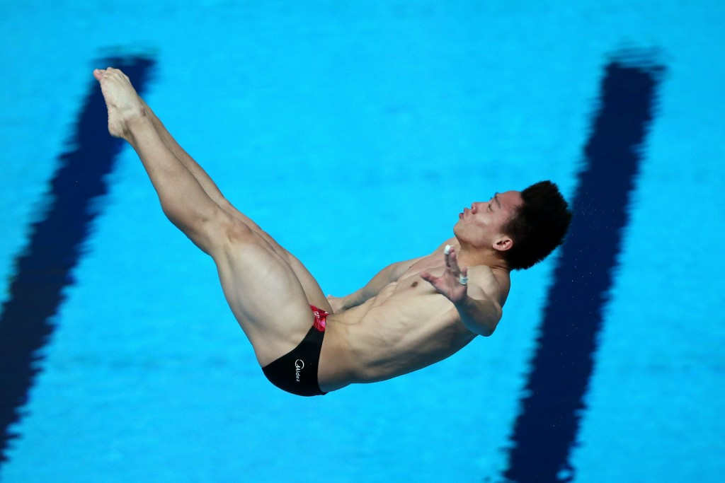 He Chao denied home favourite Ilia Zakharov gold in the men's 3m springboard diving final