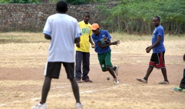 Baseball without bats or gloves was played in Burundi ©WBSC