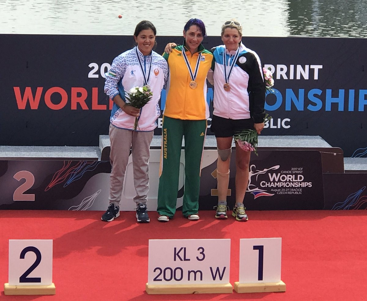 Amanda Reynolds, centre, was one of three Australian winners today ©Planet Canoe