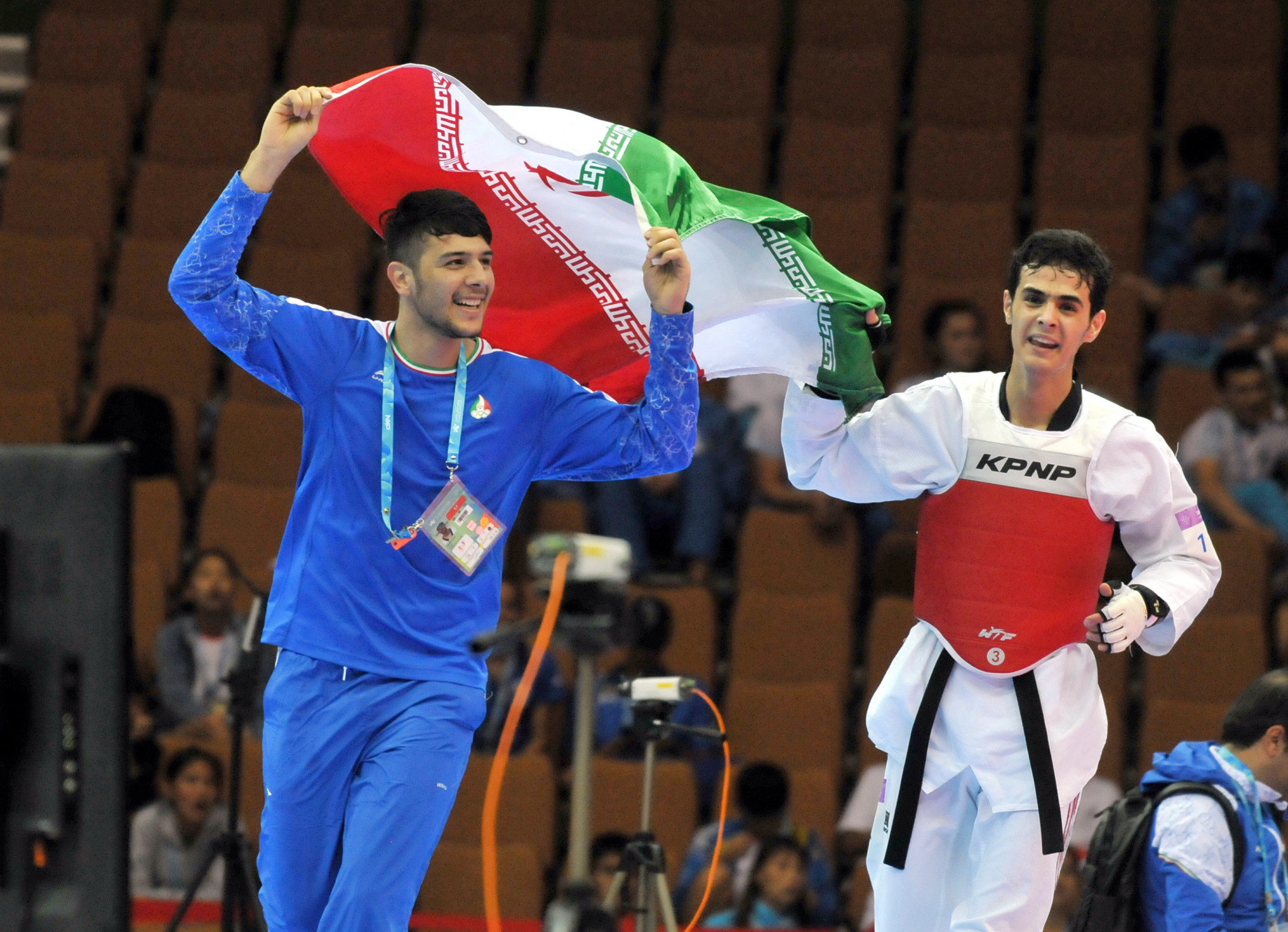 Mirhashem Hosseini, right, was one of two Iranian taekwondo gold medallists this evening ©Taipei 2017