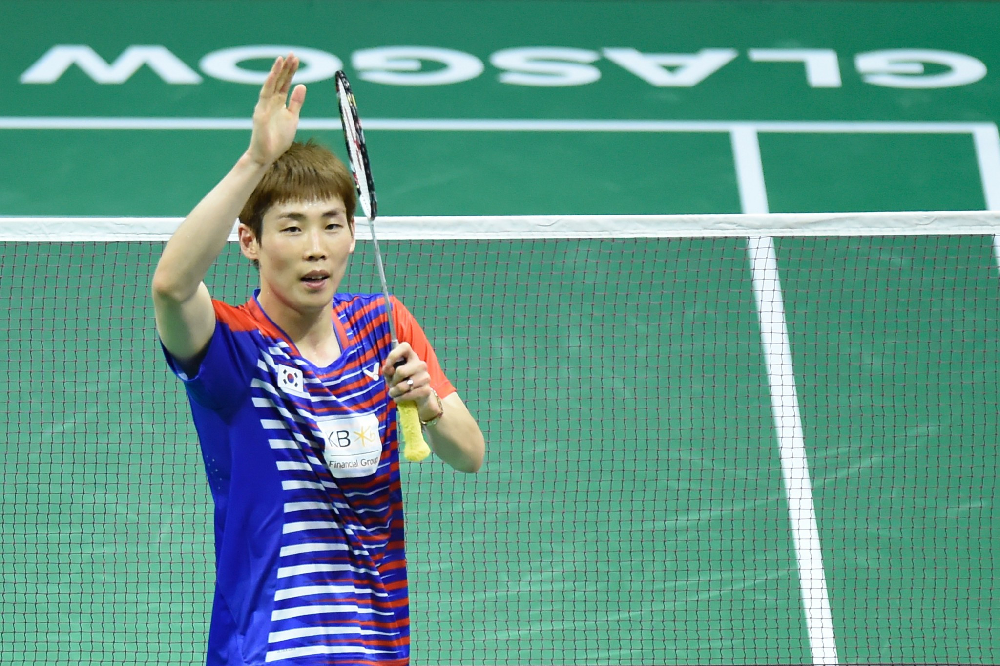 Lin keeps title hopes alive as Marin crashes out of BWF World