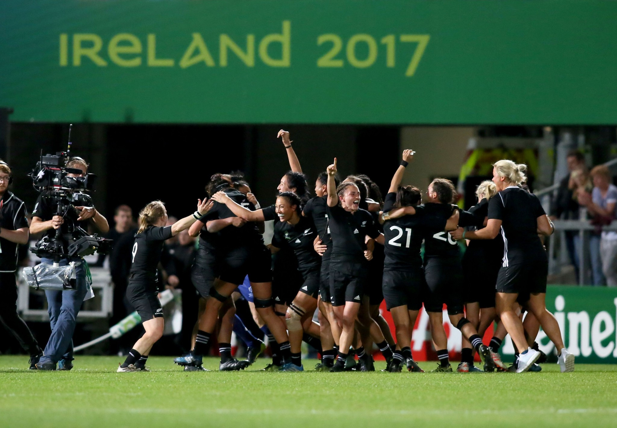Natua hat-trick helps New Zealand wrest Women's Rugby World Cup back from England