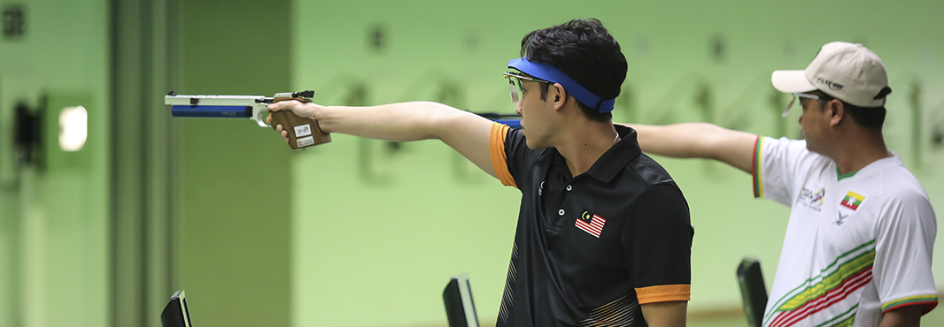 Jonathan Wong claimed a shock shooting victory over the Olympic champion ©Kuala Lumpur 2017